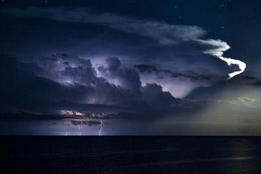Largas noches de tormentas lejanas