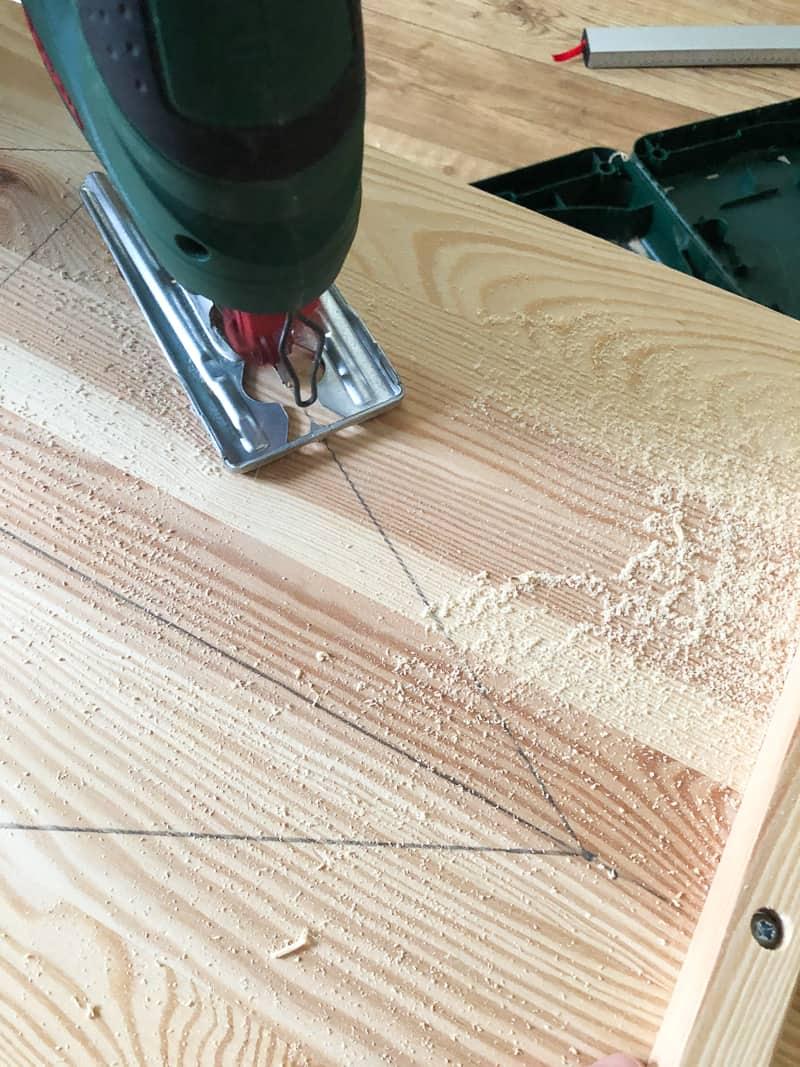 Using a jigsaw to cut diamond shape