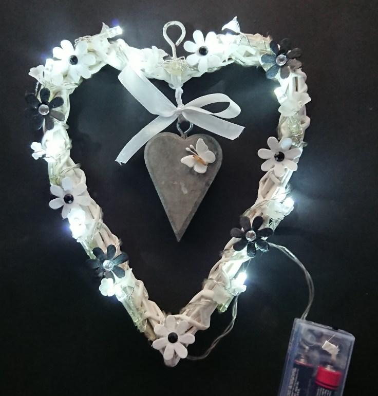 Small white heart with Black and white flowers (lit)