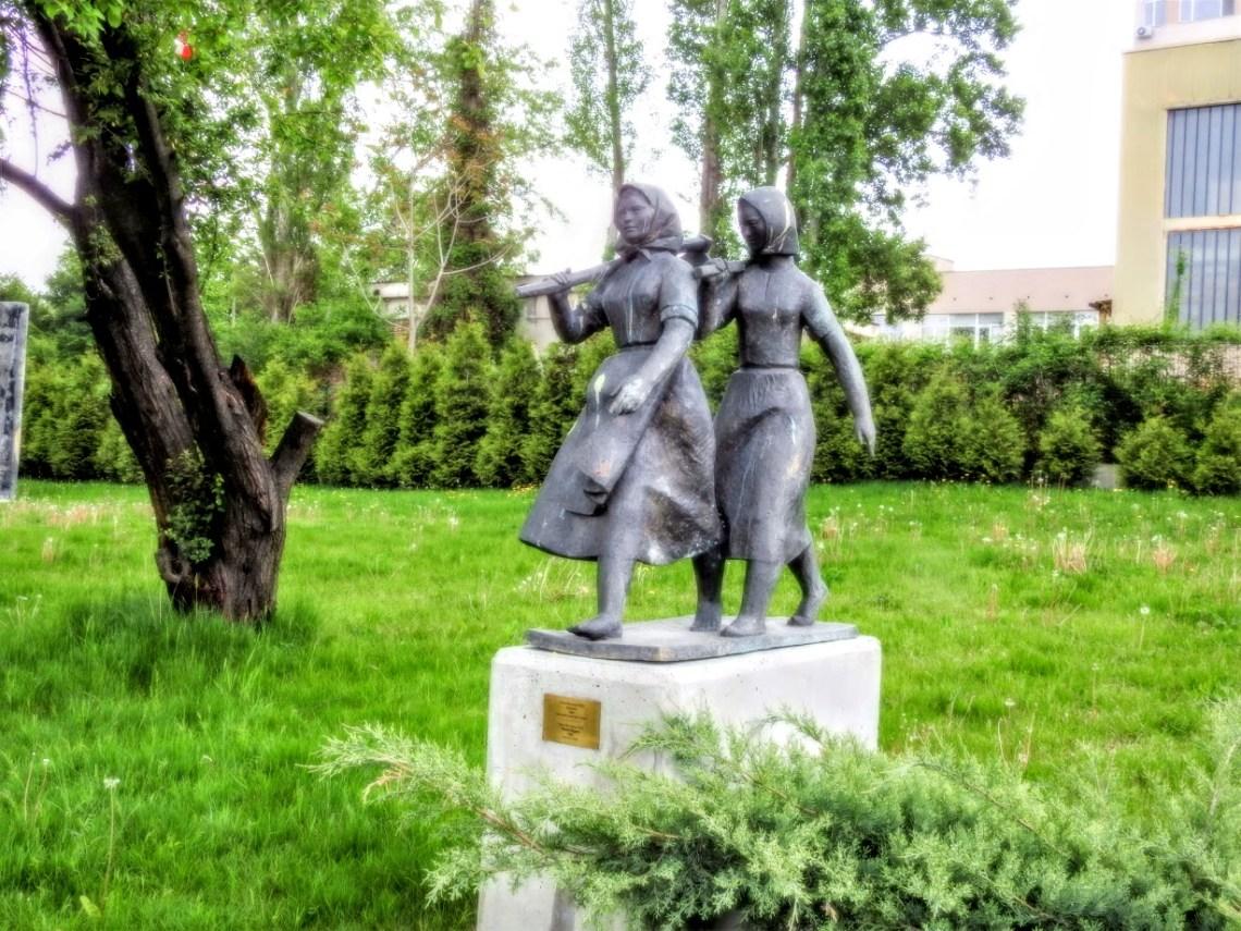 נשים חופרות