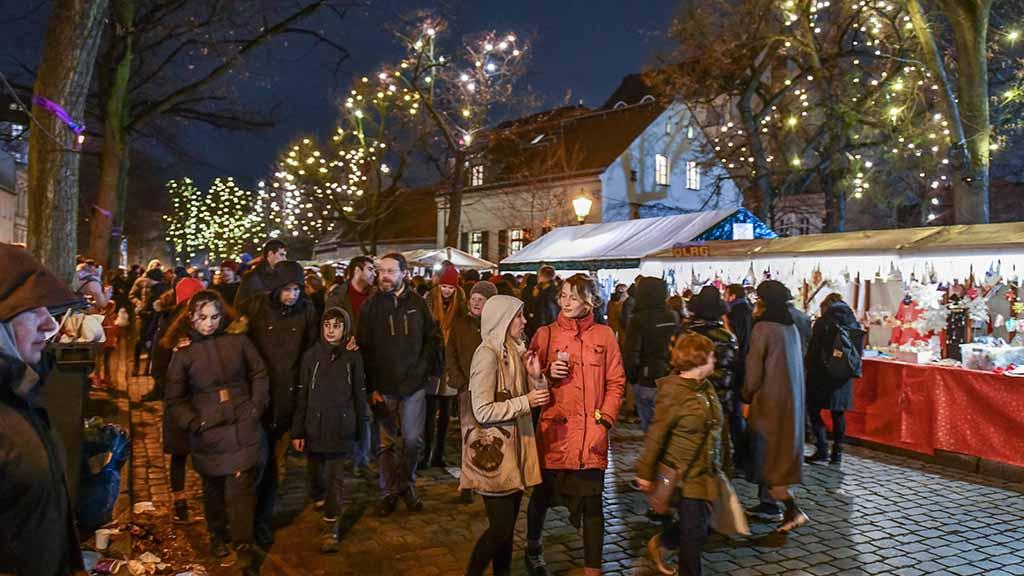 Alt-Rixdorfer Weihnachtsmarkt Neukoelln Berlin Deutschland *** Rixdorfer Christmas Market Neukoelln B