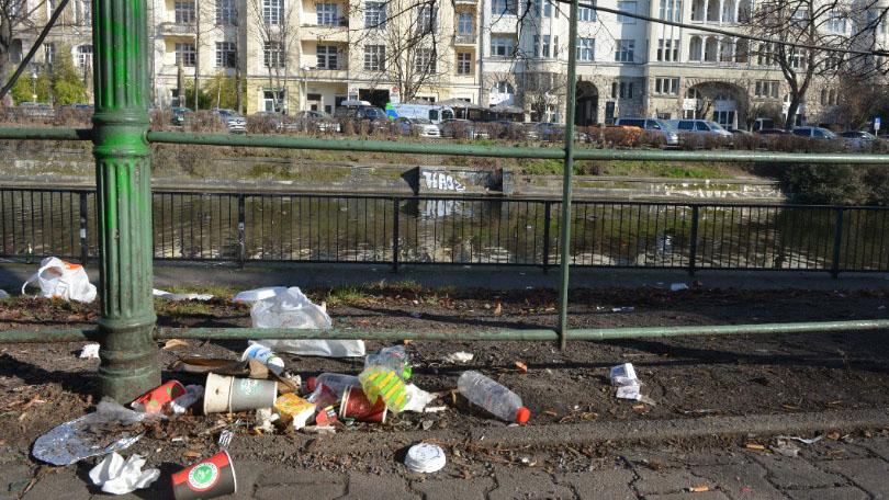 Kreuzberg: So vermüllt ist der Landwehrkanal