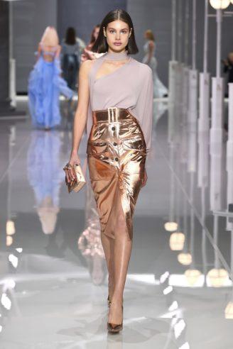 Wunderschönes Cocktail-Outfit, zweiteilig: Bleistiftrock in Rotgold-metallic mit asymmetrischer Bluse in Nude