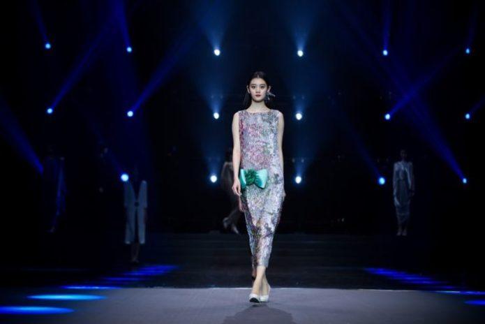 Asiatische Abendkleider Pierre Cardin