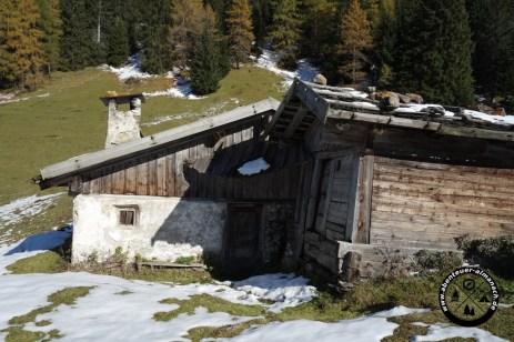 Hütte auf dem Weg zum Obernberger See