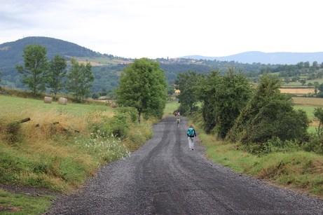 Die Via Podiensis deckt sich in weiten Teilen mit dem Fernwanderweg GR65.