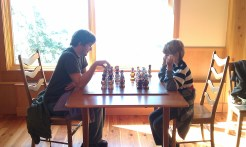 Tracie's family playing chess. (TracieCrochets)