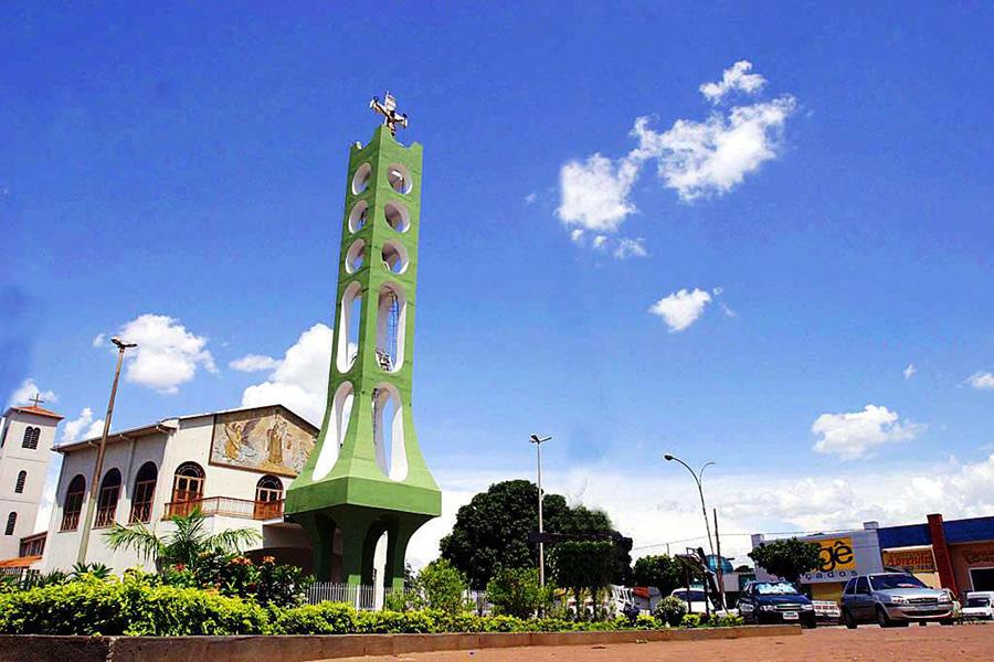 Foto de uma praça que é ponto turístico da cidade, representando abrir empresa em Várzea Grande