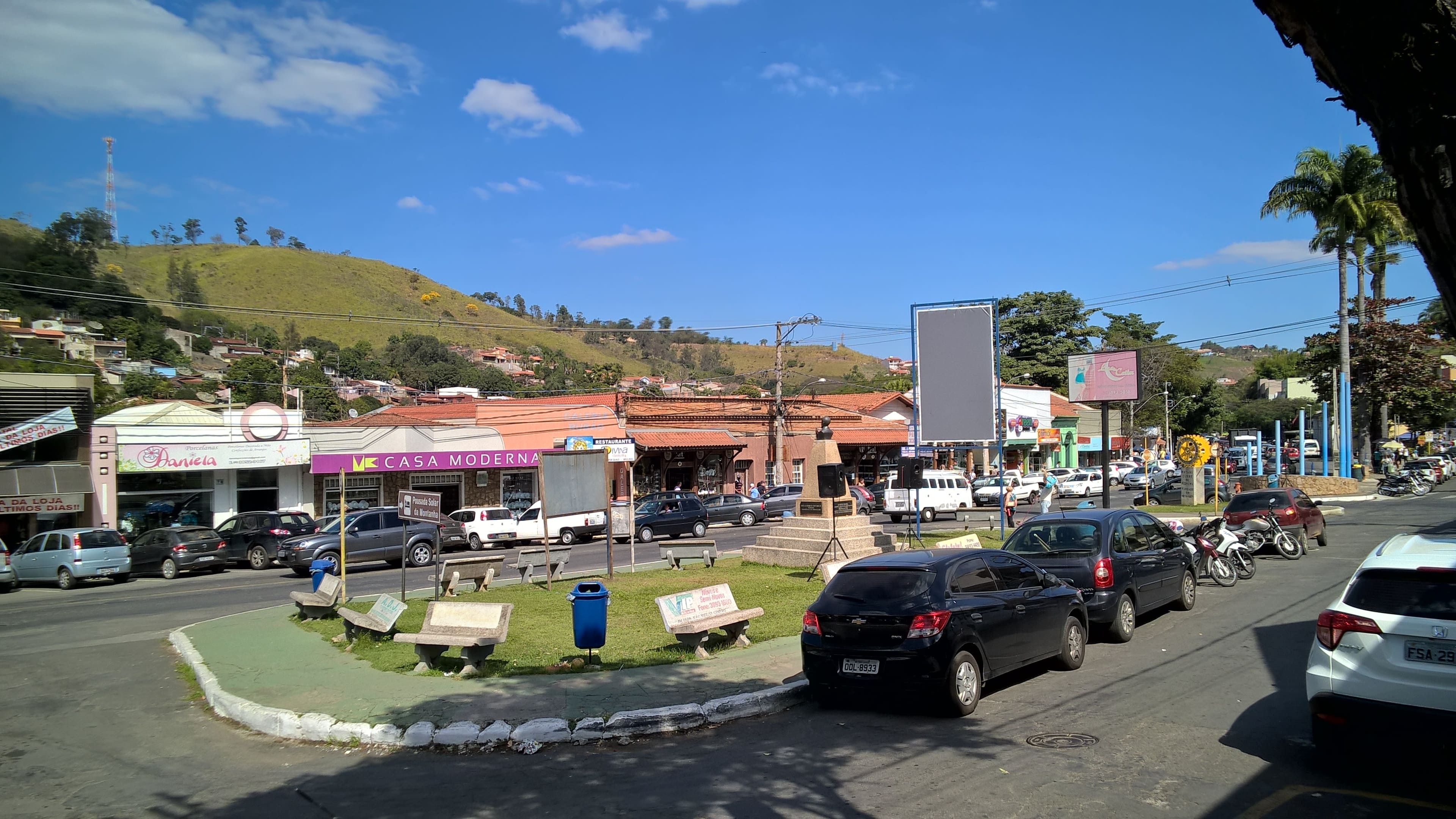 Imagens das lojas que existem na cidade para auxiliar esses empreendedores a escolherem um escritório de contabilidade em Pedreira