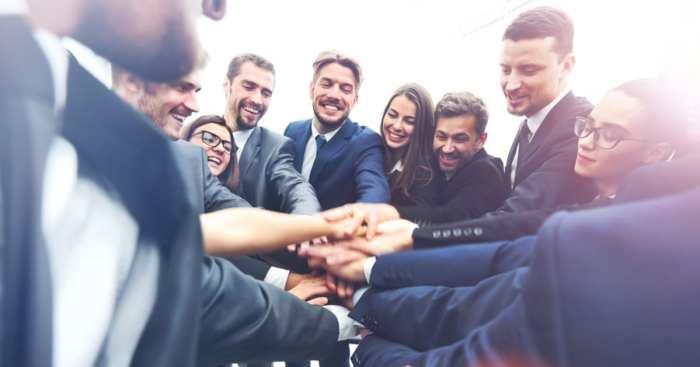 foto de várias pessoas em time, representando como empreender em Presidente Epitácio