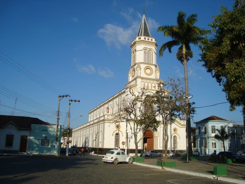 Imagem da Igreja Matriz da cidade para inspirar quem deseja abrir empresa em Lorena