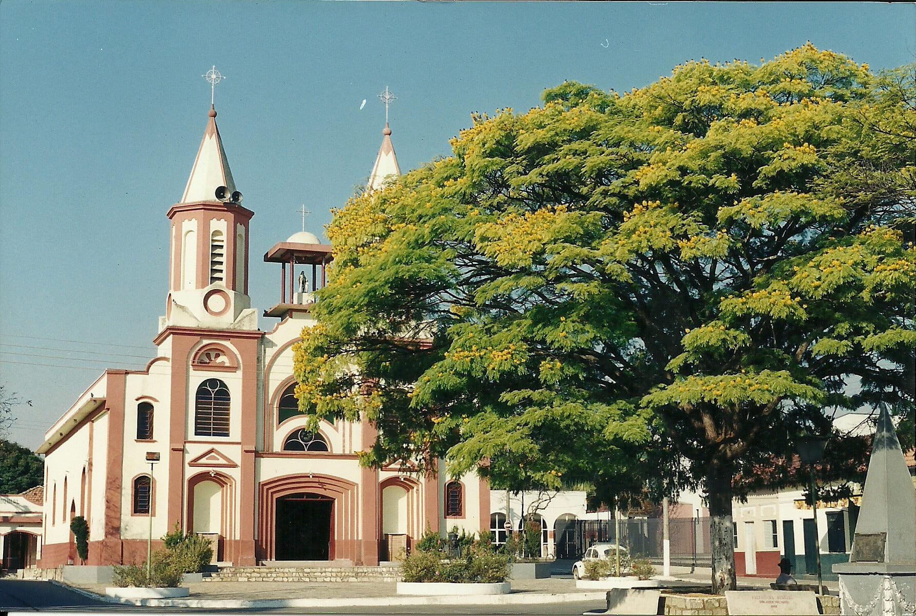 Imagem da igreja matrix da cidade para auxiliar os empreendedores que estão buscando escritório de contabilidade em Roseira