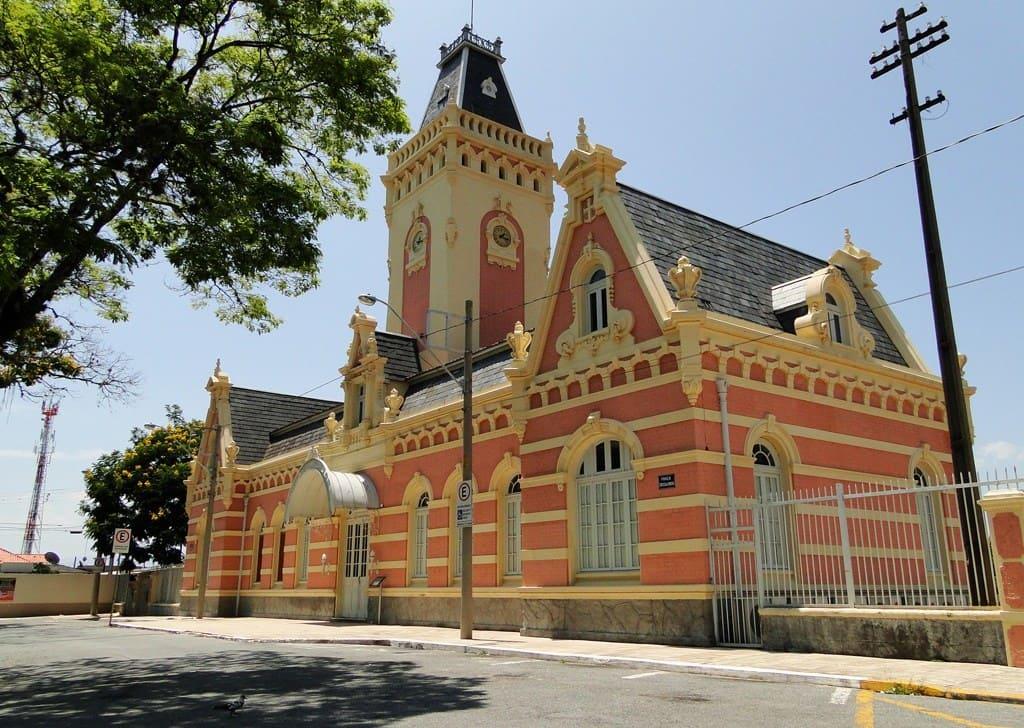 Imagem da estação ferroviária para mostrar ao empreendedor que a cidade é uma ótima opção para abrir empresa em Guaratinguetá