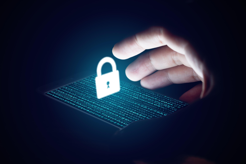 Imagem de um criminoso tentando acessar os dados de um escritório de contabilidade por meio dos vírus virtuais