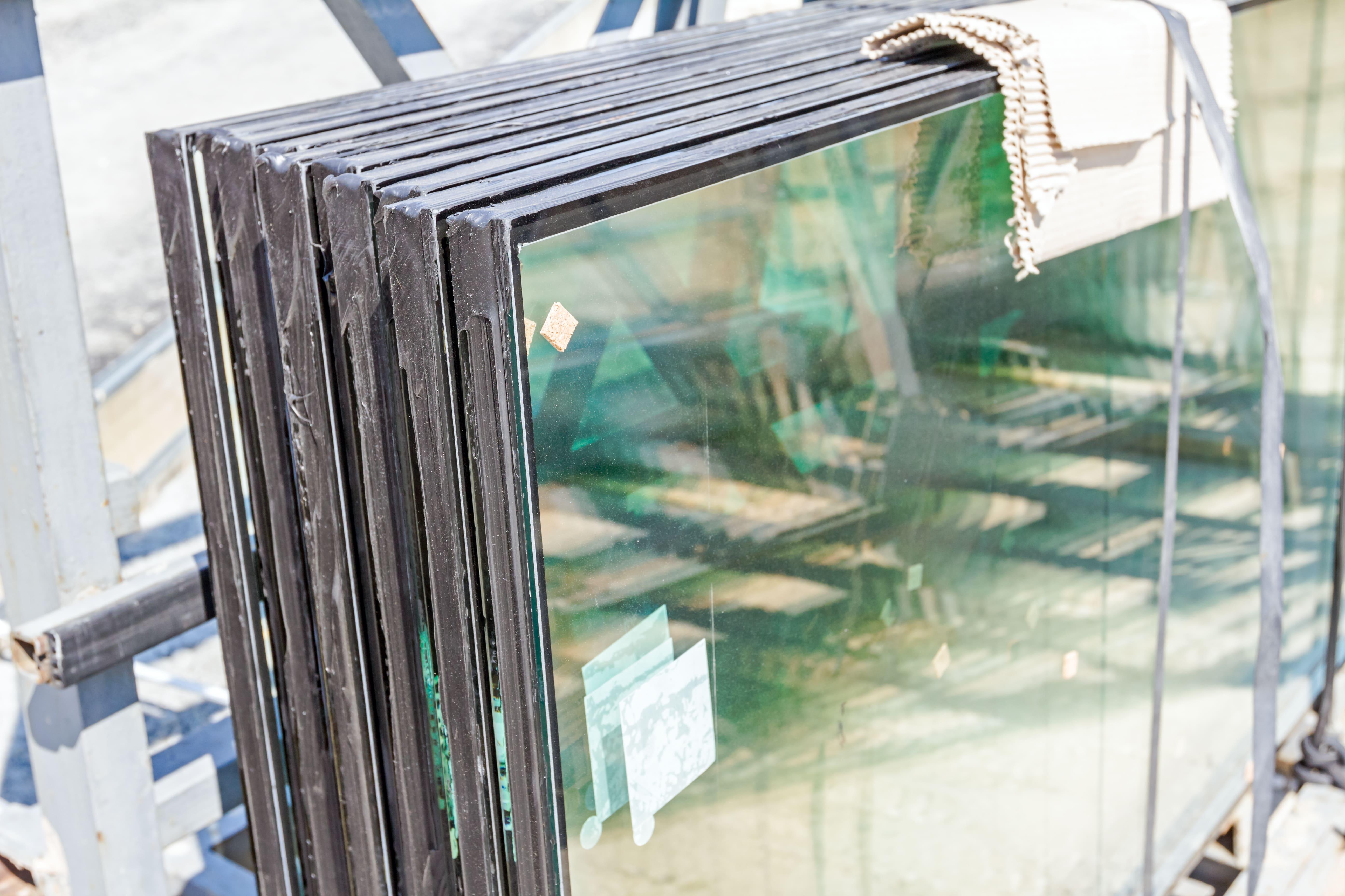 Imagem de alguns vidros para remeter ao empreendedor que deseja abrir uma vidraçaria