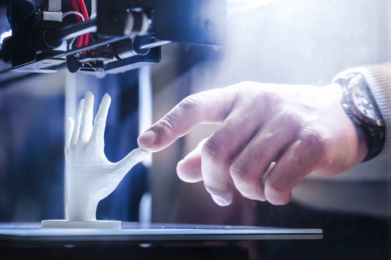 Imagem de uma impressora 3D para remeter ao empreendedor que deseja abrir empresa de impressão 3D