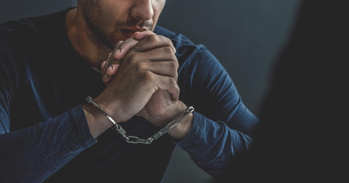 Imagem de um empreendedor preso para remeter ao texto que fala sobre as dívidas de ICMS