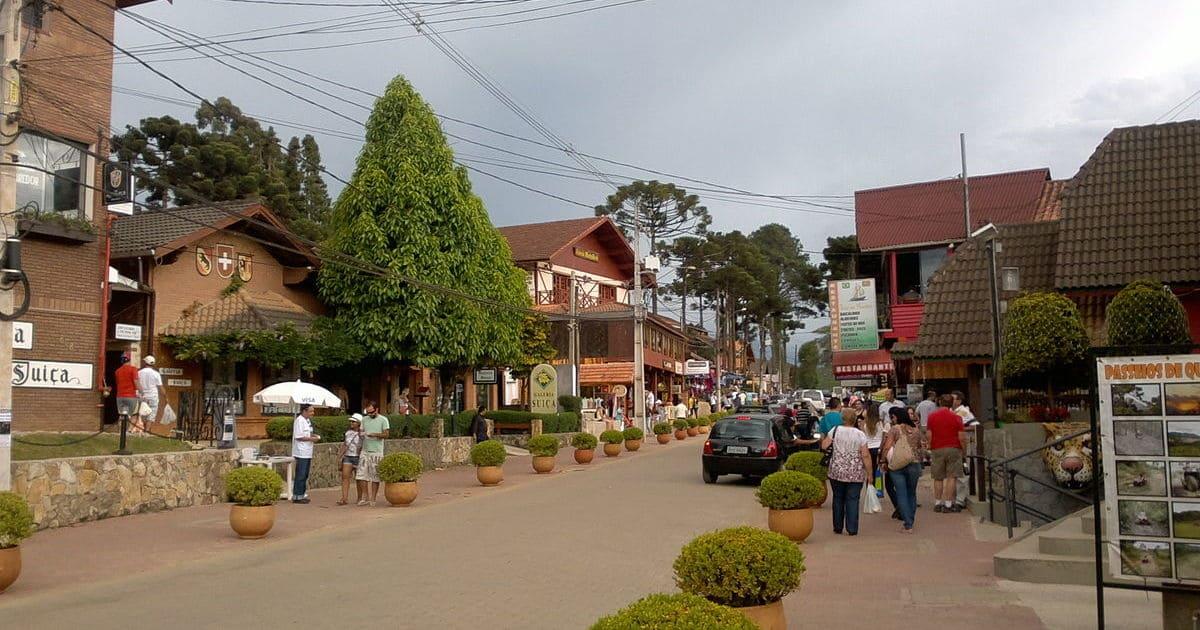 foto de avenida da cidade, representando como abrir empresa em camanducaia