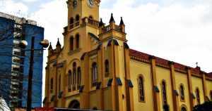 foto da igreja matriz da cidade, representando como abrir empresa em manhuaçu