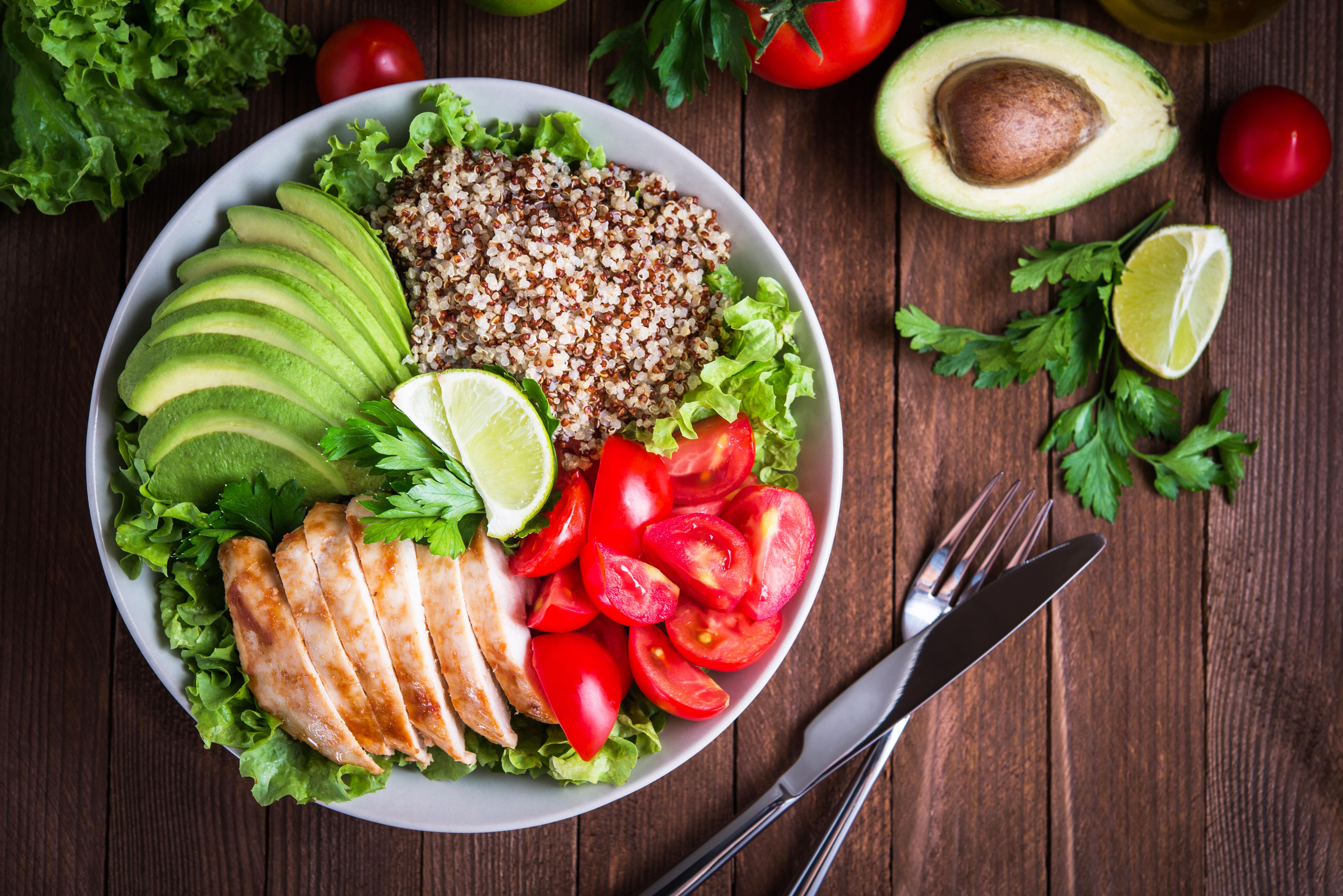 Imagem de um prato saudável para inspirar quem deseja abrir uma empresa de marmita fitness