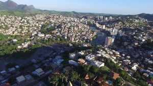 foto da vista de cima da cidade de cachoeiro de itapemirim, representando como abrir empresa em santa helena
