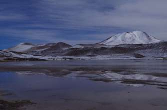 Reflets dans les eaux immobiles de la Laguna Charcola