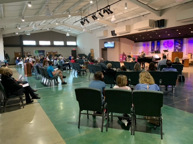 A Socially Distanced Sunday Worship Service at Abiding Grace during COVID-19