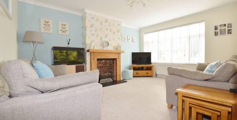 2 Bedroom Maisonette, College Gardens, Chingford, E4 7LP