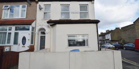 2 Bedroom flat, Selby Road, Leytonstone, E11 3LR