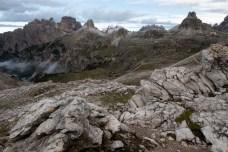 Blick über den Pass inkl. Drei-Zinnen-Hütte