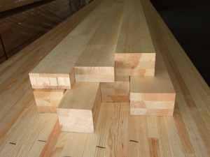 hosztoldott fa anyag megmunkálás előtt