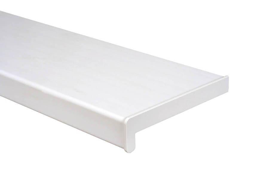 fehér műanyag párkány