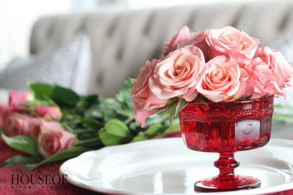 A gorgeous Valentines Day floral arrangement that is so easy to recreate with this tutorial via A Blissful Nest.