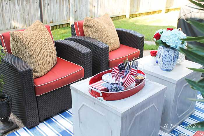 These are such great ideas to celebrate 4th of July with! I love all the Americana red, white and blue pops of color on this patio. Check out more on A Blissful Nest. https://ablissfulnest.com #4thofjuly #4thofjulydecor #redwhiteandblue