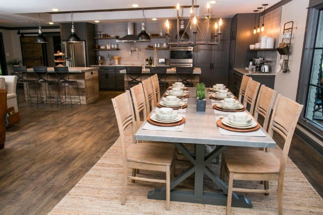 There's nothing better than a wide open entertaining space - this kitchen and dining room combo looks like one large entertaining area. HGTV The Peach House, 20 Best Fixer Upper Rooms