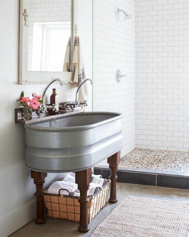 20 Best Farmhouse Bathrooms to Get That Fixer Upper Style! on Farmhouse Bathroom  id=26180