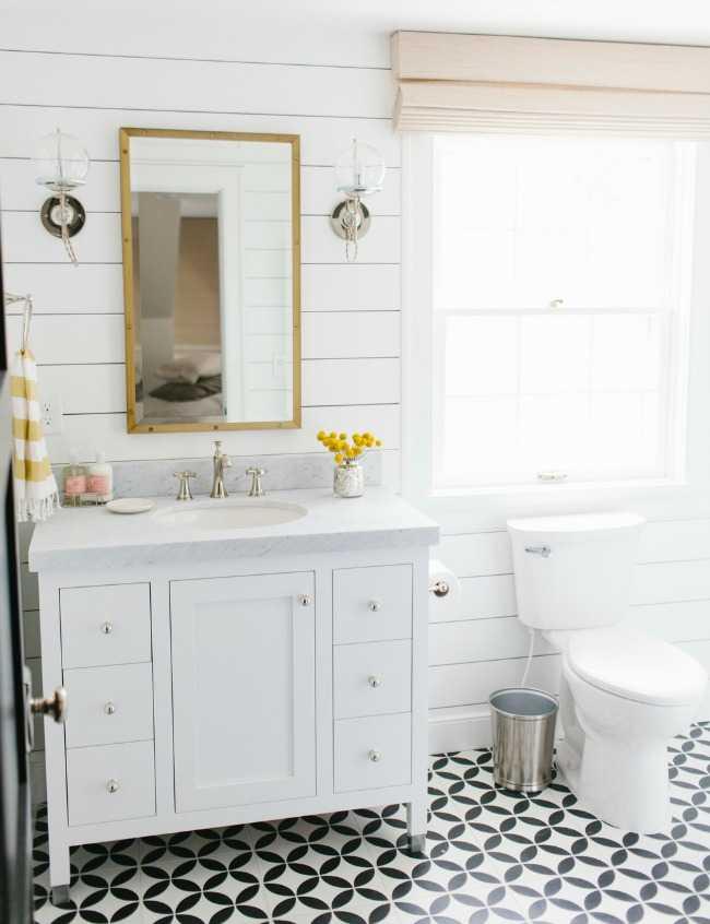20 Best Farmhouse Bathrooms to Get That Fixer Upper Style! on Farmhouse Bathroom  id=56462