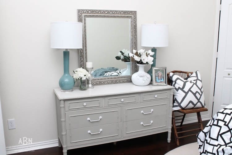 follow this simple tutorial on how to use chalk furniture paint to makeover a piece of