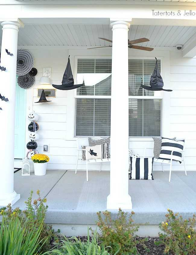 Tatertots and Jello, 20 Fabulously Spooky Halloween Front Porches