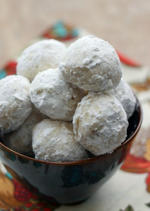 Mexican Wedding Cookies, 30 Delicious Christmas Cookie Recipes via A Blissful Nest