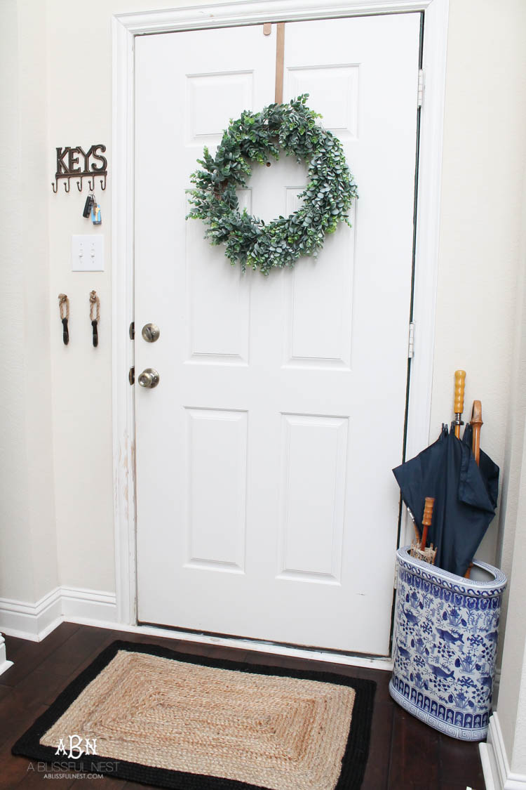 If you are looking to get organized in your entry, then these are some great ideas using some key items from Hobby Lobby! See more on http://ablissfulenst.com/ #HobbyLobbyStyle #ad
