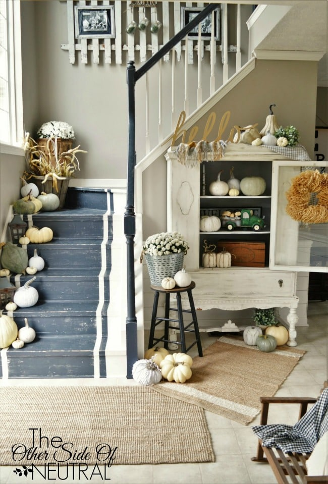 Adore this fall entryway by The Other Side of Neutral. Grab the best fall entryway ideas on https:ablissfulnest.com/ #falldecor #falldecorating #fallentrydecor