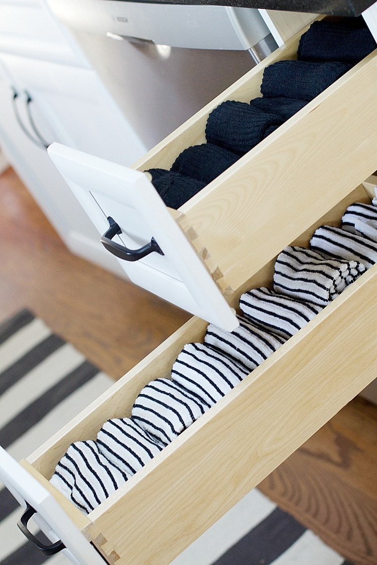These are the best fall organization ideas for the home and tips to get your home ready for the cooler season! #organizationhacks #organizationdiy #organizationideasforthehome