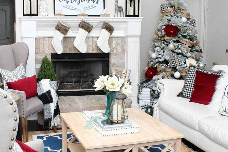 Love the black and white touches with red in this gorgeous Christmas Home Tour! See more on https://ablissfulnest.com/ #christmasdecor #christmashometour #christmasdecorating #christmastree #christmasentry