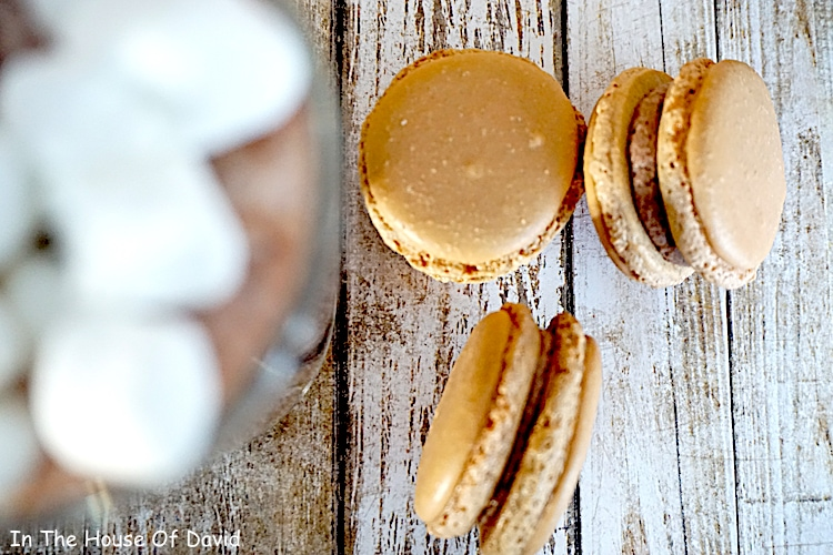 Such a delicious almond macaron recipe! #frenchmacarons #macaron #frenchcookies #french #hotchocolatecookies #hotcocoa #hotcocoamacaron #wintercookies #winterdesserts #holidaydesserts #holidayseason #giftideas #diygifts #homemadechristmas