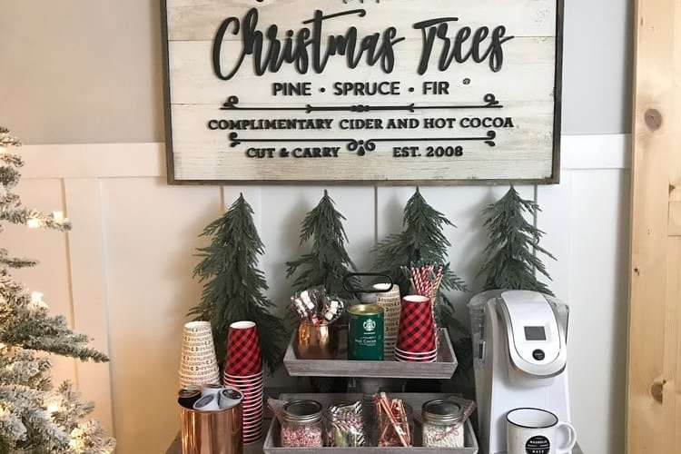 Set a hot cocoa bar for the holidays with these simple tips! #hotcocoa #coffeebar