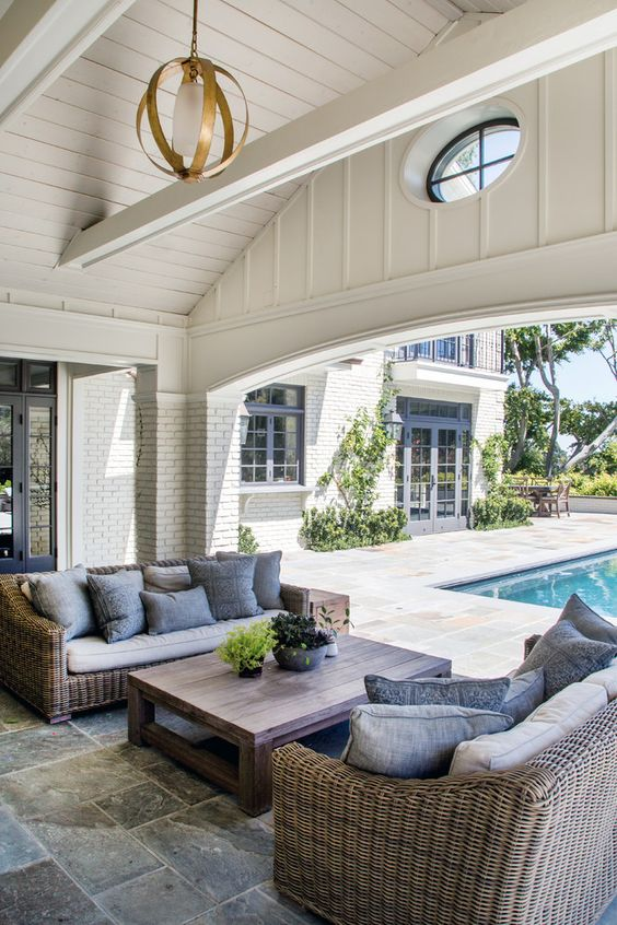 Love this gorgeous patio space and decor!