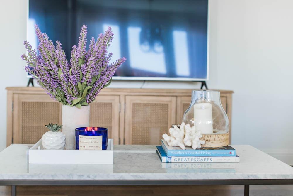 Gorgeous summer living room home decor ideas to bring some summer color into your home! #ABlissfulNest #summertrends #homedecor #livingroom #home #forthehome #tour #shop #coastal #interiordesign #decor #summer #summerhomedecor #summerdecor #livingroom #livingroomdecor