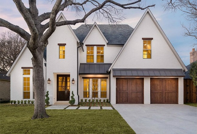 15 Best White Home Exterior Ideas to Up Your Curb Appeal on Garage Door Color Ideas  id=49705