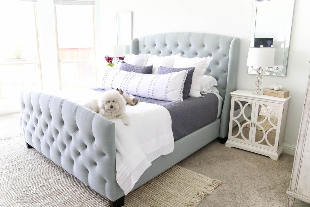 These bedroom decor ideas from Bassett Furniture are so simple and easy to pull a bedroom design together. #ad #BassettFurniture #mybassett